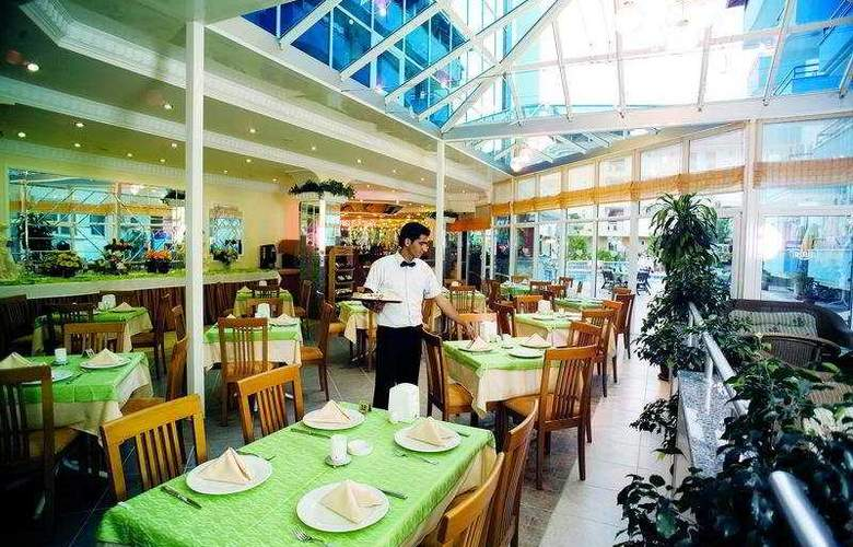 Risus Suit - Restaurant - 8