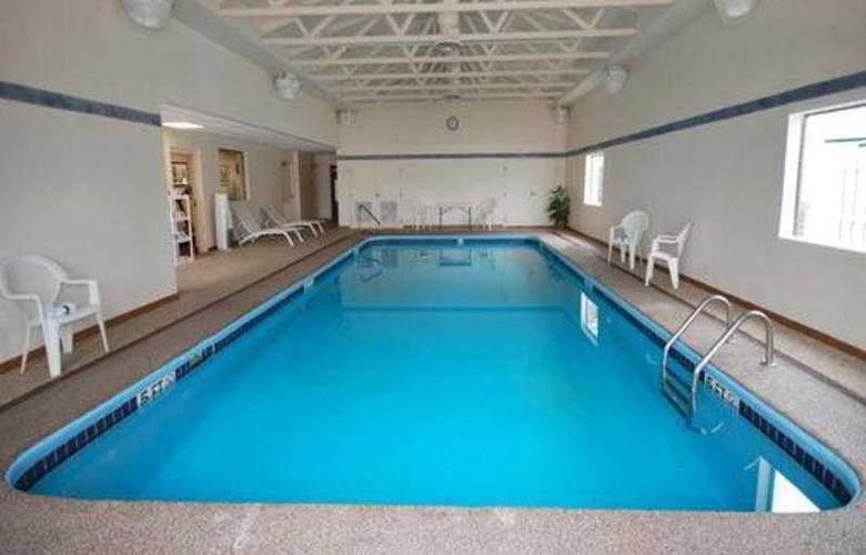 Comfort Suites East - Pool - 4
