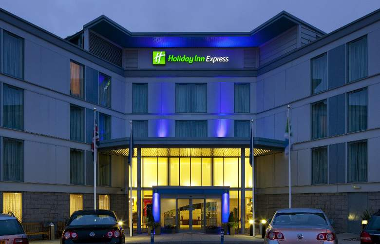Holiday Inn Express Stansted Airport - Hotel - 6