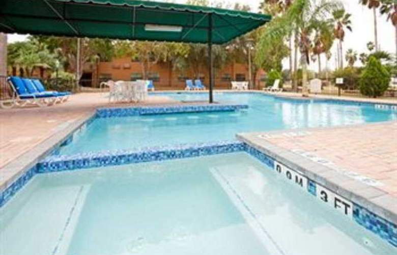 Holiday Inn Brownsville - Pool - 7