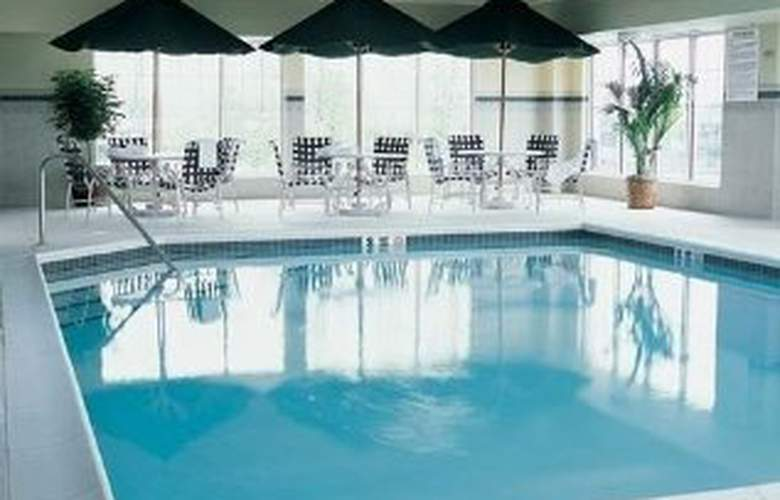 Country Inn & Suites by Carlson Newark Airport - Pool - 2