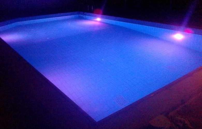 Blue Island Hotel - Pool - 7
