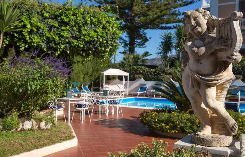 Villa Garden - Pool - 6