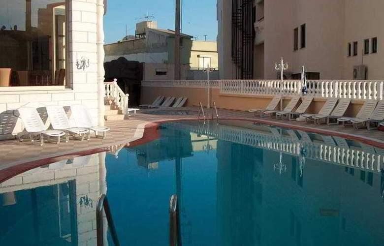 Selen Marmaris - Pool - 3