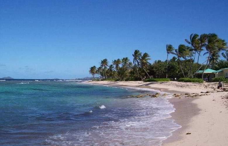 Hibiscus Beach Resort - Beach - 6