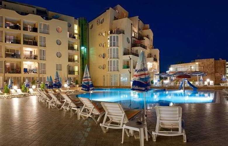 Viva Apartments - Pool - 8