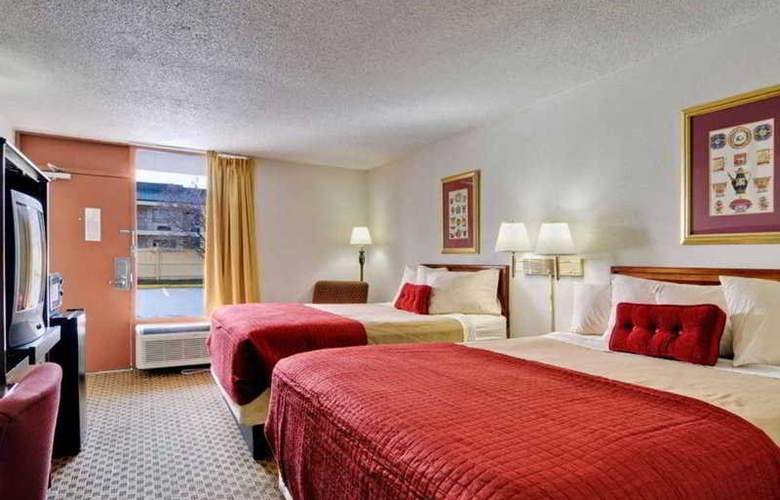 Econo Lodge  Inn & Suites - Room - 2