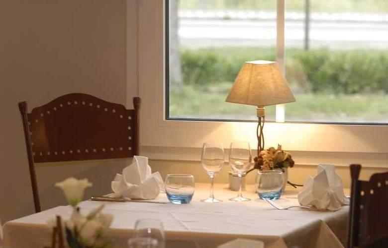 Inter-Hotel Le Pillebois - Restaurant - 3