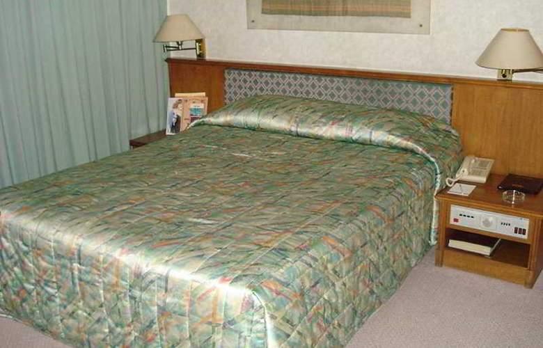 Elmi - Room - 2