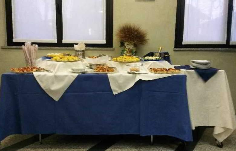 Pacific Airport - Restaurant - 8