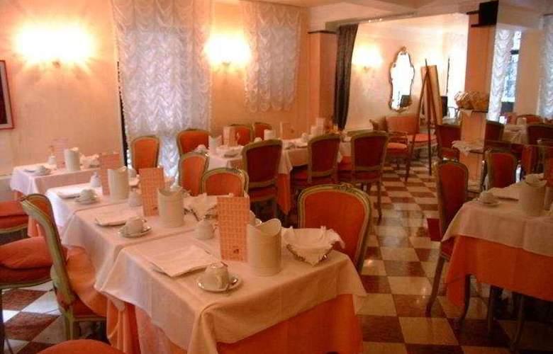 Pantalon - Restaurant - 6