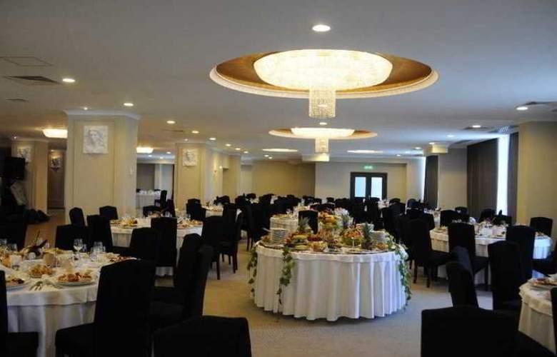 Grand - Restaurant - 8