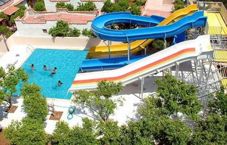 Caprice Beach Hotel - Pool - 6