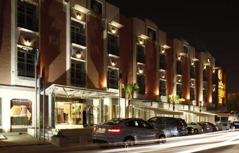 Grand Plaza - Hotel - 4
