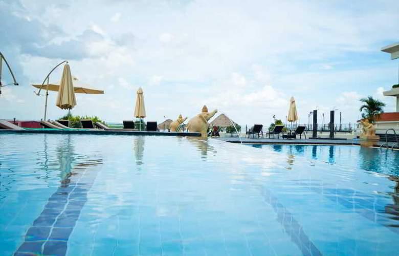 Cambodiana - Pool - 8