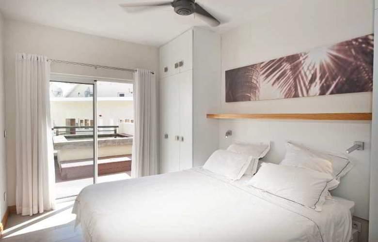 Cape Bay Luxury Beach Apartments By BARNES - Room - 17