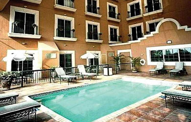 Holiday Inn Express Ciudad Victoria - Pool - 2