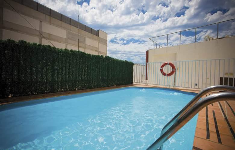 Milord's Suites - Pool - 8
