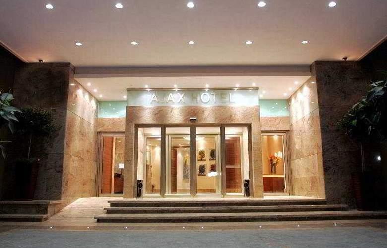Ajax - Hotel - 0