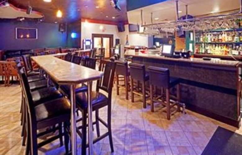 Holiday Inn Brownsville - Bar - 8