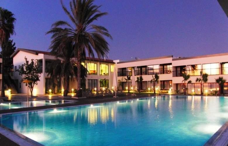 Royal Blue Hotel & Spa Paphos - Pool - 10