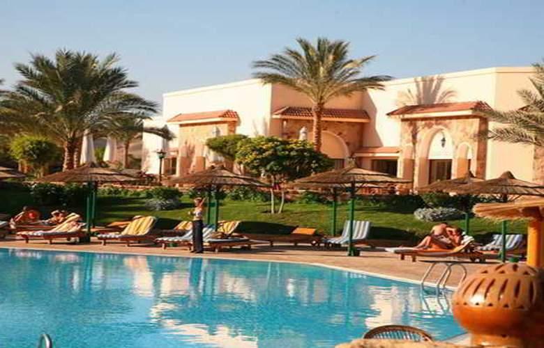 Flamenco Beach Resort - Pool - 18