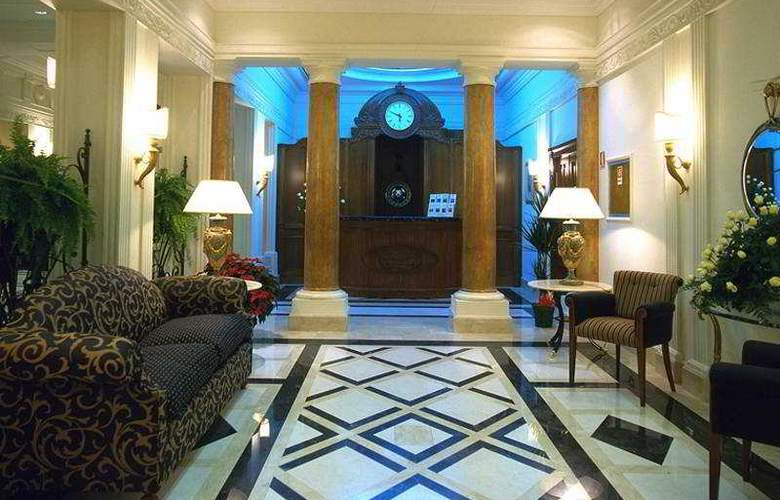 NH Liberty - Hotel - 0