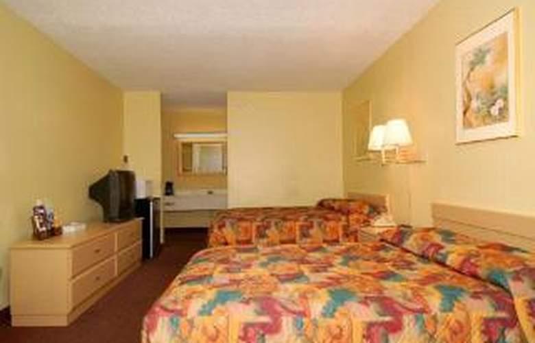 Econo Lodge  Inn & Suites Maingate Central - Room - 4