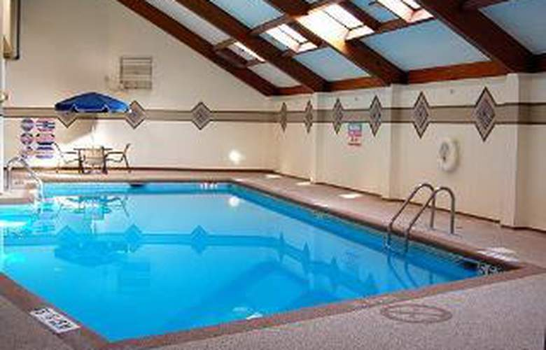 Clarion Hotel Sports Complex - Pool - 5