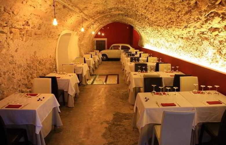 Petit Hotel Hostatgeria Sant Salvador - Restaurant - 19