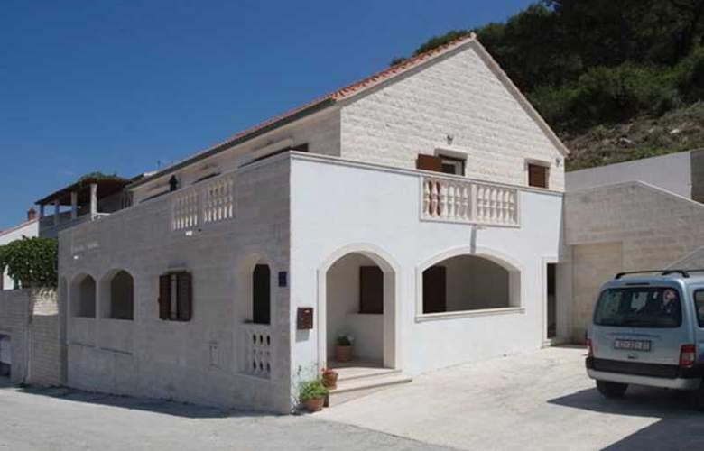 Villa Pucisca - Hotel - 11