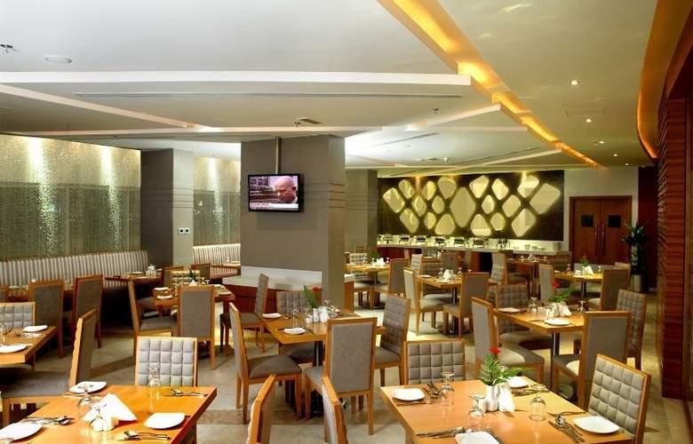 Landmark Grand Hotel - Restaurant - 10