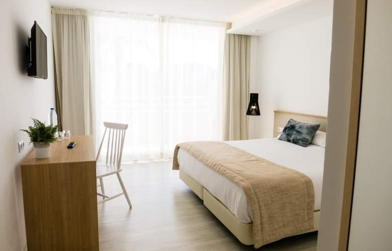 Globales Cala Bona Suites - Room - 8