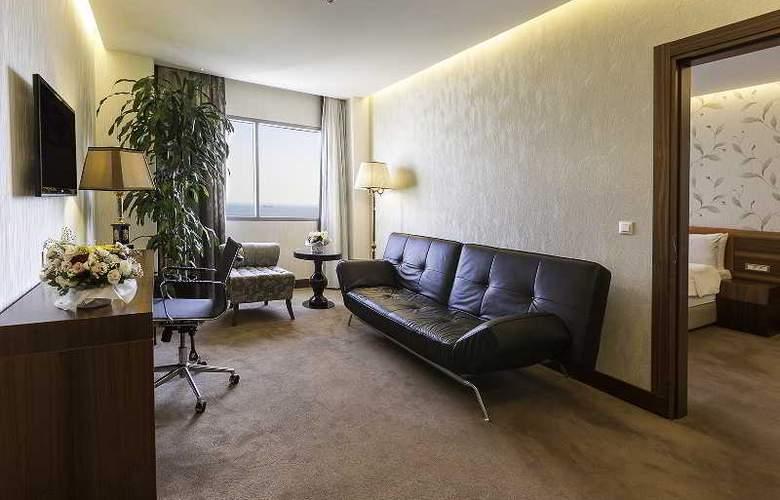 Ramada Hotel & Suites Atakoy - Room - 10