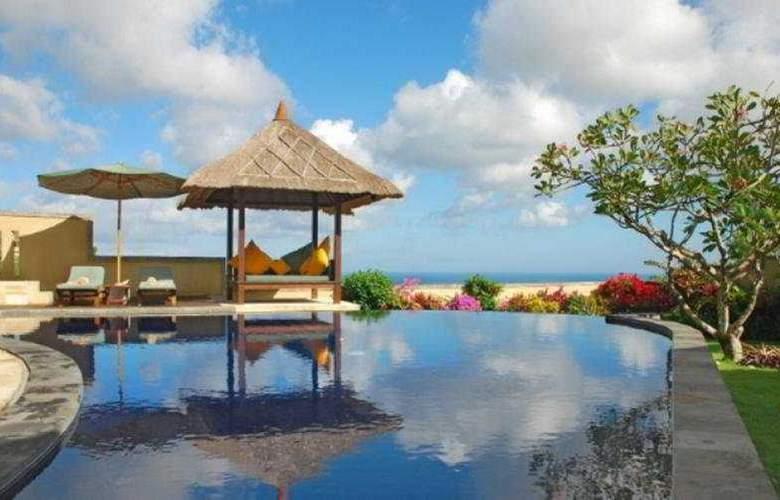 Frangipani Beach Villa - Pool - 4