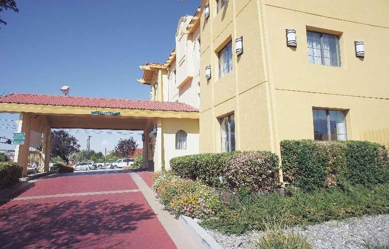 La Quinta Albuquerque Airport - Hotel - 3