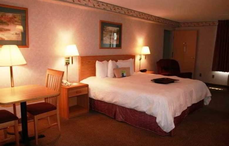 Hampton Inn Bakersfield-Central - Room - 16