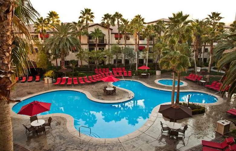 Tuscany Suites & Casino - Pool - 7