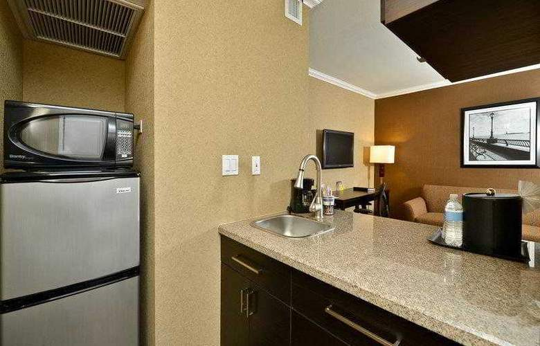 Best Western Plus Inn Suites Yuma Mall - Hotel - 3