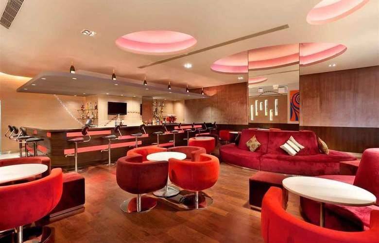 Hotel ibis Bengaluru Techpark - Bar - 9