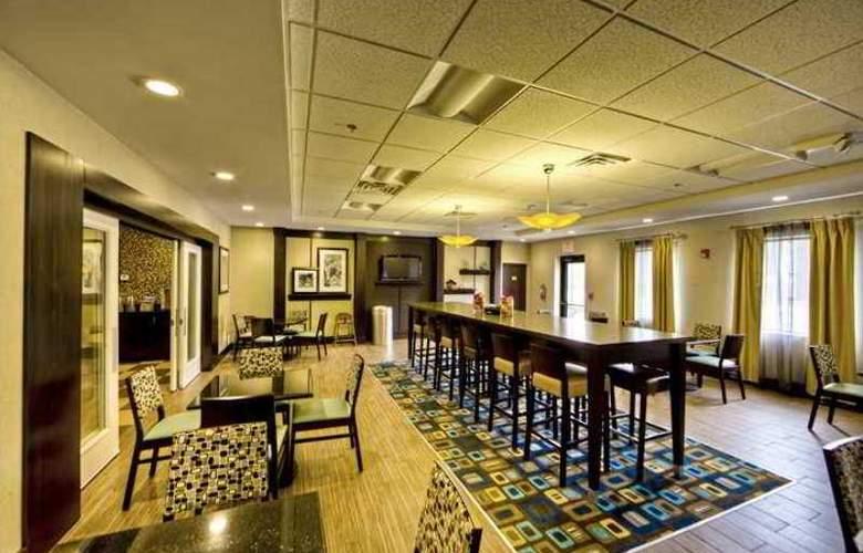 Hampton Inn & Suites Cleveland Airport Middleburg - Hotel - 9