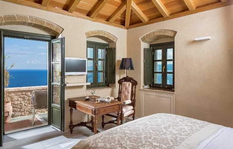 Moni Emvasis Luxury Suites - Room - 12