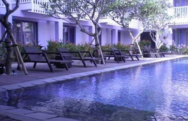Berry Hotel Bali - Pool - 6