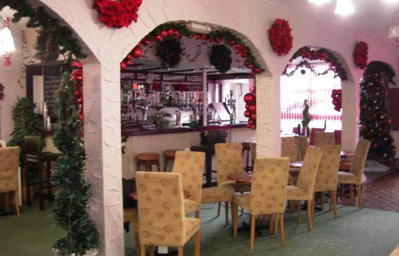 Arncliffe Hotel - Bar - 17