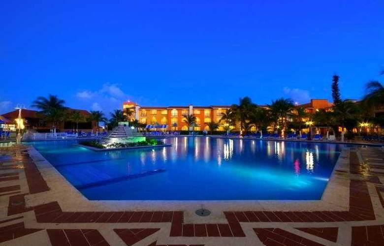 Cozumel & Resort - Pool - 9