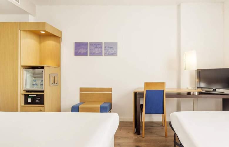 Ilunion Valencia - Room - 11