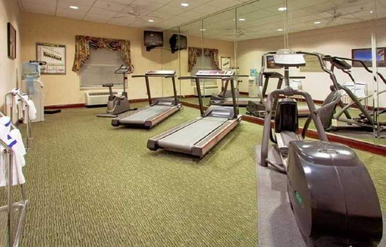 Holiday Inn Express Orlando Airport - Sport - 7