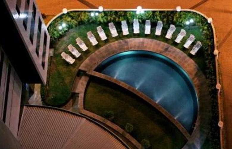 Comfort Hotel Fortaleza - Pool - 2