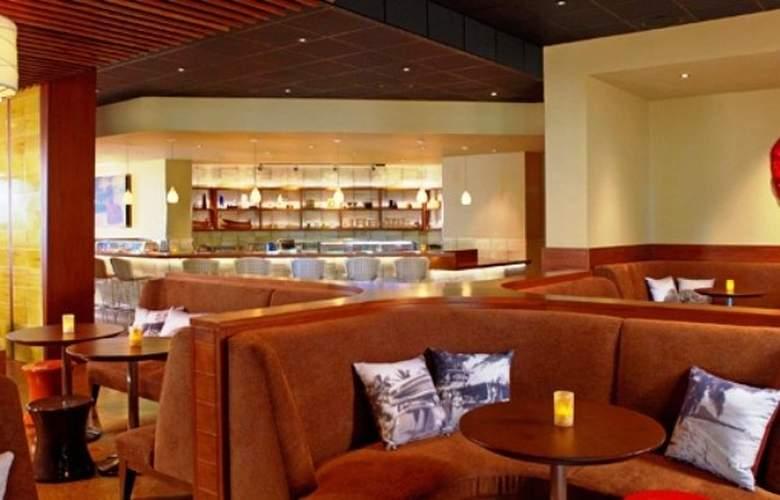 Hyatt Regency Waikiki Beach Resort & Spa - Bar - 32