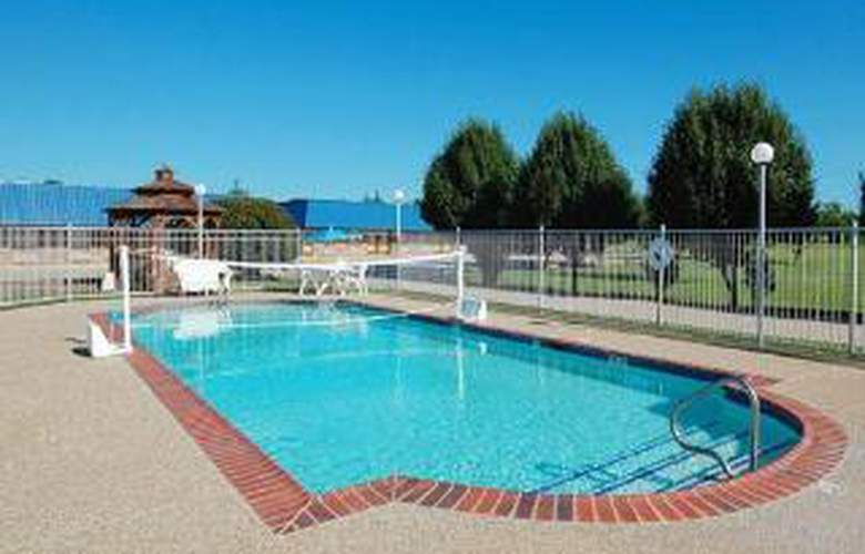 Rodeway Inn Gainesville I-35 - Pool - 5